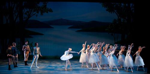 Indianapolis School of Ballet in 'Swan Lake'.