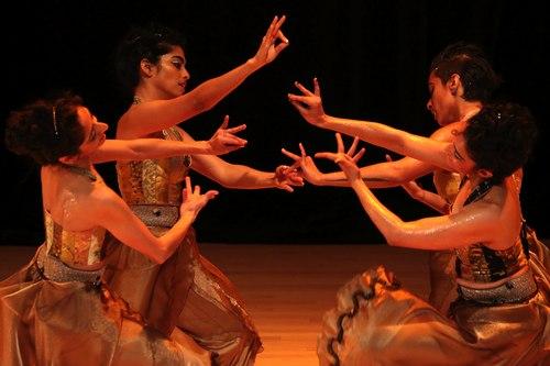 Veiled Moon production by Preeti Vasudevan and Thresh Dance Company <br>Court Dance - Preeti Vasudevan with Deesha Narichania, Nilaya Sabnis and Aditi Dhruv