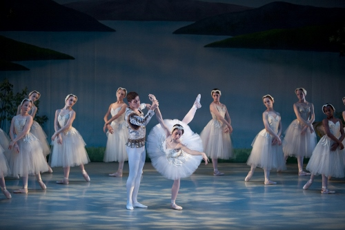 Swan Lake Act II Pas de Deux - Grace Phelps, Colin Ellis and cast.
