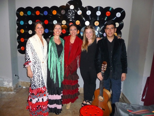 The five performers - the three dancers, singer, Desirée Paredes Ciudad, and guitarist, Gabriel González Tapia at La Excéntrica.