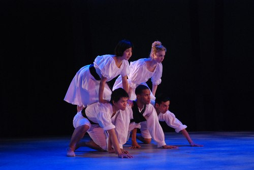 Members of the Nilas Martins Dance Company as Le Villi (the willys), souls of unfaithful lovers.