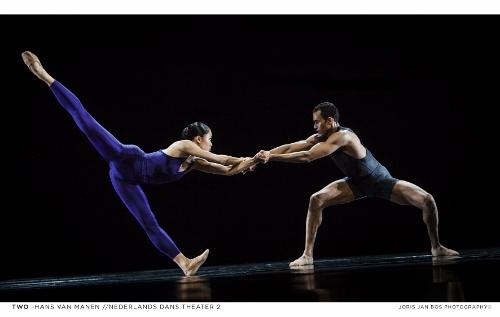 NDT2. Two of Hans van Manen. Dancers: Madoka Kariya and Alexander Anderson .