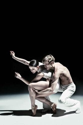 NDT dancers in Lightfoot León's 'Safe as Houses.'