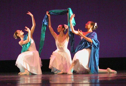 <a href='article.htm?id=1804'>Five Dances</a> Choreographic reconstruction: Robert Atwood
