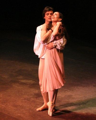 Xiomara Reyes as Juliet and Angel Corella as Romeo