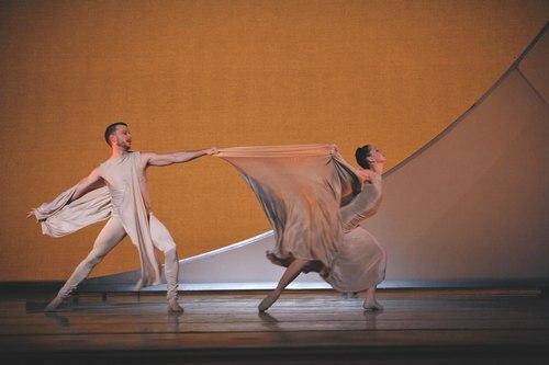 Jonathan Stiles and Laura Bowman in Matthew Neenan's Carmina Burana