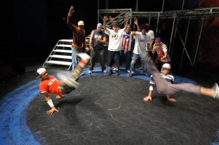 Ivan 'Flipz' Velez and Randy 'DJ Wish' Bernal doing windmills. Background: Steven Stanton, Stunts, JaeDee McElroy, Bboy Steelo, Bradley Rapier, Rainen Paguio