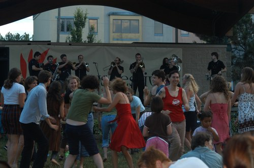A group called Slavic Soul Party plays while the audience shows their free-style. The occasion: Summer Night of Lotus, 2008.